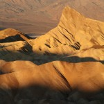 Zabriskie Point in the morning sun, vert